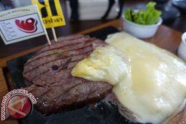 Memadukan steak dengan lima pilihan keju mancanegara