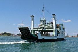 Wanita muda terjatuh ke laut dari kapal feri