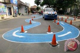 Polrestro Bekasi adakan latihan bagi pemohon SIM