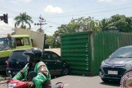 Warga  sesalkan kecelakaan angkutan kontainer kembali terjadi