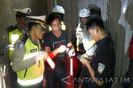 """Tukang """"Gojek"""" di Surabaya Terjaring Membawa Narkoba"""