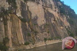 Batu Dinding Mahakam Ulu Jadi Favorit Swafoto