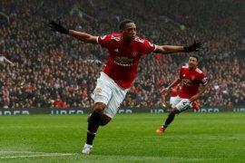 Manchester United Bekuk Everton 2-0