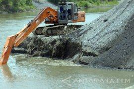Bupati Tulungagung Perintahkan Pengairan Evaluasi Penambang Pasir Ilegal (Video)