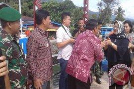 Isteri Pandam I/BB Kunjungi Objek Wisata Samosir