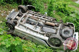 Mobil Avanza masuk jurang di Kampung Halimun, Garut