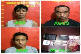 Polisi Tangkap Pengedar Simpan Sabu-sabu Di Rumah
