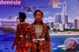 Peragawati Afrika Peragakan Batik Indonesia