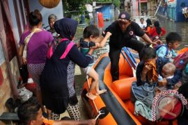 Banjir Ciketing Udik Bekasi mulai surut