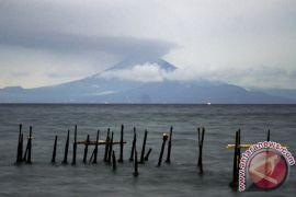 Gunung Agung semburkan abu vulkanik 1.500 meter