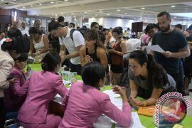 Gubernur perkirakan 15.000 wisatawan tertahan di Bali