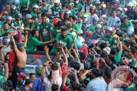 Ribuan bonek konvoi sambut pemain Persebaya