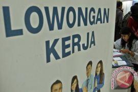 Disnaker Sukabumi tempatkan ribuan pencari kerja di perusahaan dalam dan luar negeri