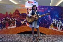 Disney Indonesia dan seniman Bali kolaborasi gitar ukir