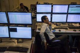 IHSG menguat tipis akibat investor antisipasi sentimen global dan domestik