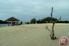 Wisata Pasir Putih Situbondo dipadati 2.500 pengunjung