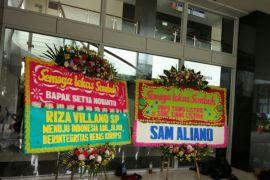 Dua karangan bunga untuk Setya Novanto di RSCM