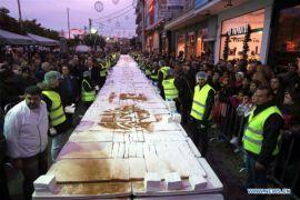 Yunani kirim pesan tahun baru dengan roti seberat 2,5 ton