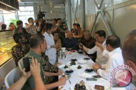 "Presiden ""ngevlog"" di ""Sejiwa Coffee Bandung"""