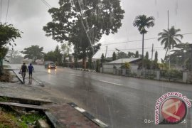 Hujan dan petir berpotensi terjadi di sebagian Papua Barat