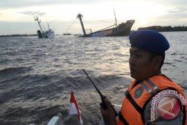 Kapal Angkut Semen Conch Karam Di Perairan Sungai Barito