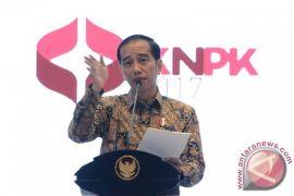 "Presiden Jokowi ingin buat ""lomba"" untuk pangkas aturan"