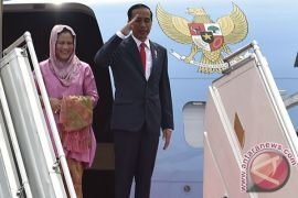 Presiden Jokowi transit di Abu Dhabi