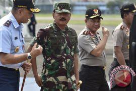 Nyanyi bareng Marsekal TNI Hadi Tjahjanto dan Jenderal Polisi Tito Karnavian