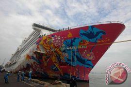 Kapal pesiar Genting Cruise berlabuh di Surabaya
