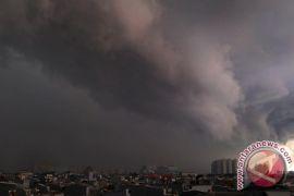 Jakarta hujan siang hari