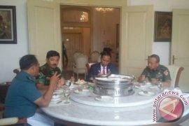 Presiden Makan Siang Bersama Panglima Dan Kepala Staf TNI