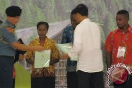 Presiden serahkan 2.568 sertifikat tanah untuk warga Papua Barat