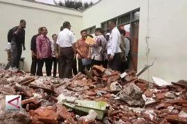 Mendikbud Tinjau  Sekolah Rusak Akibat Gempa