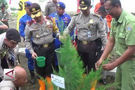 Polda Jateng Tanam 77 Ribu Pohon Atasi Abrasi Pantai