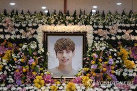 Agar kasus Jonghyun SHINee tak terulang, begini bantu orang depresi
