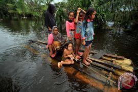 Warga Terisolir Banjir