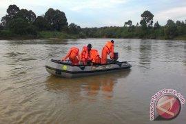 Tiga warga Pasaman Barat hanyut terbawa arus sungai