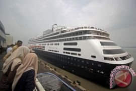 MV Volendam bersandar, 1.400 wisman sambangi Lombok