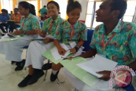 Pemkab Teluk Wondama Gelontorkan Program Beasiswa Pendidikan ke Eropa