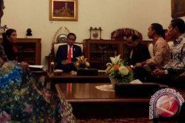 Protesting fishermen leaders meet President Jokowi at Merdeka Palace