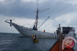 KSOP Pangkalbalam evakuasi ABK kapal kandas di Koba
