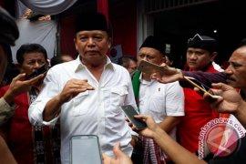 TB Hasanuddin ziarah ke makam Hasyim Muzadi
