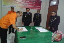 Kantor Imigrasi Ambon-PT Pos kerja sama