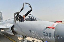 Jokowi Naiki Kokpit Pesawat Tempur di Pakistan