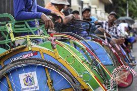 Penghasilan tukang becak naik setelah rencana pengaturan Pemprov DKI