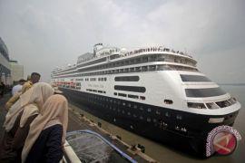 Kapal Pesiar MS Volendam