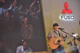 Iwan Fals Tempuh Jalan Darat Konser Sumatera