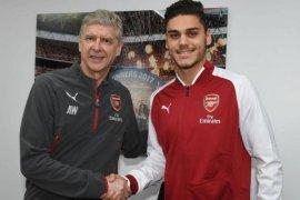 Arsenal datangkan bek Yunani