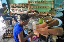 643 pelaku UMKM di Binjai terima peralatan kerja