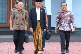 Ribuan santri sambut kehadiran Presiden Jokowi di Pekalongan